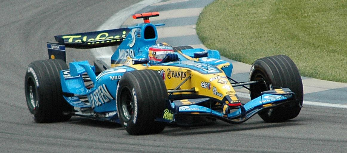 Alonso_(Renault)_qualifying_at_USGP_2005.jpg