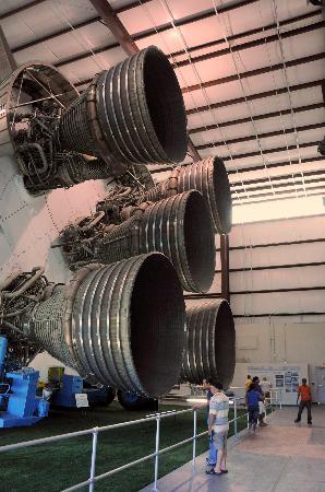 saturn5-rocket-engines.jpg